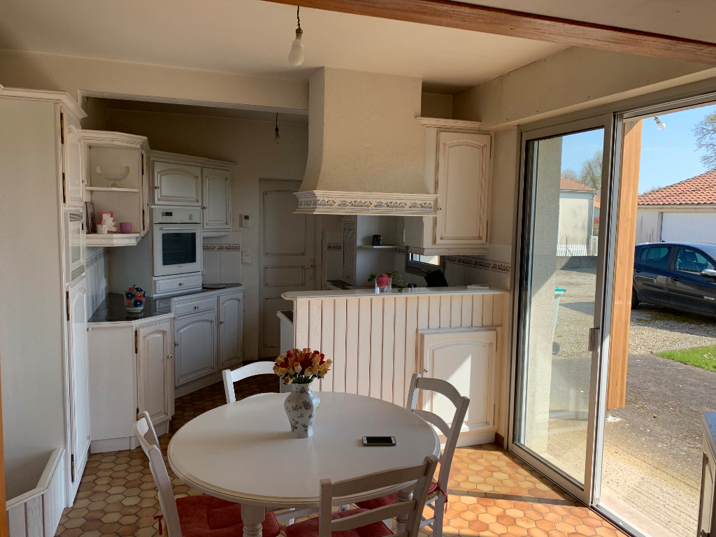 Maison Montaigu-vendee 5 pièce(s) 115 m2