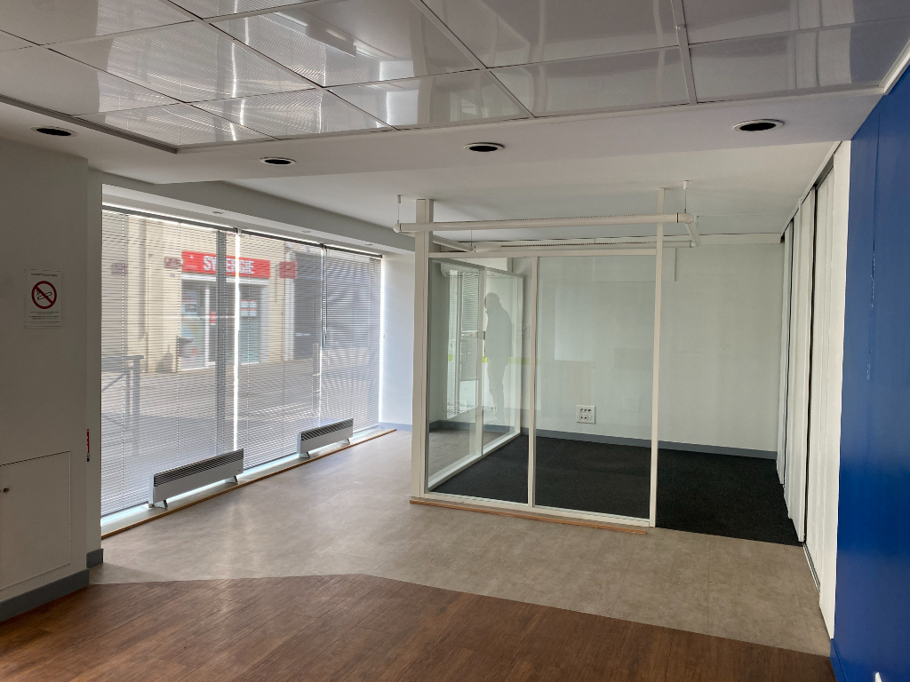 Local commercial Montaigu Vendee 80 m2