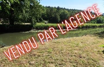 TRES PROCHE DE NOGENT LE ROI - Terrain de loisirs de 830 m² au bord de l'Eure avec petit chalet