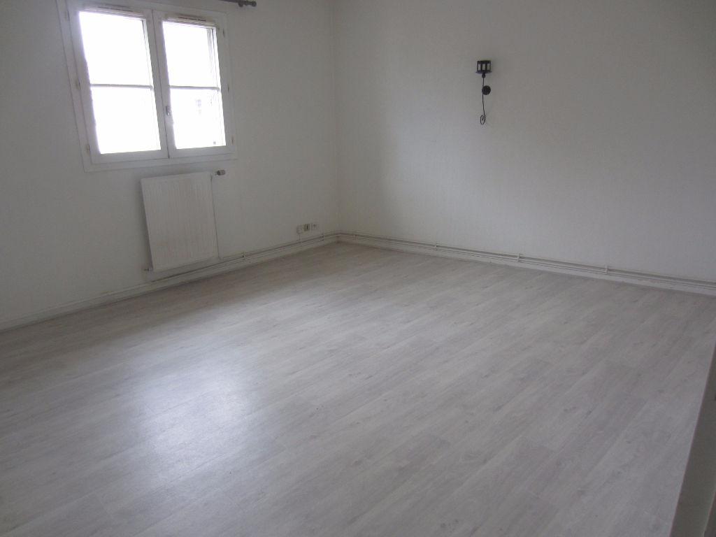 APPARTEMENT MOISSELLES - 2 pièce(s) - 47,63 m2