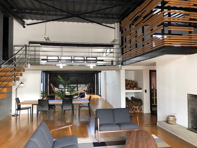 Superbe Maison de 350 m2 esprit Loft industriel sur un terrain de 550 m2