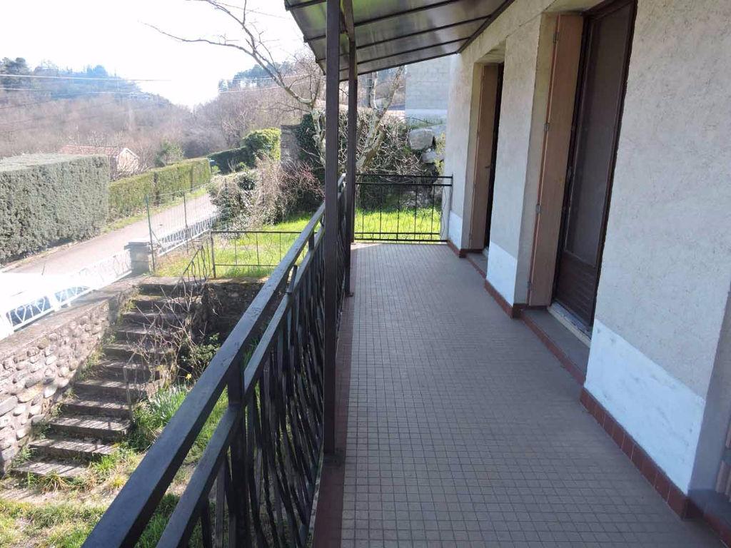 Maison à deux pas d'Aubenas 60m2 + 60m2 en sous-sol sur 750m² de jardin clos