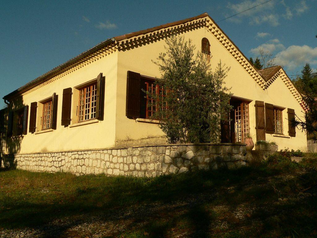 Villa type 5 Aubenas sur plus de 3000m² terrain