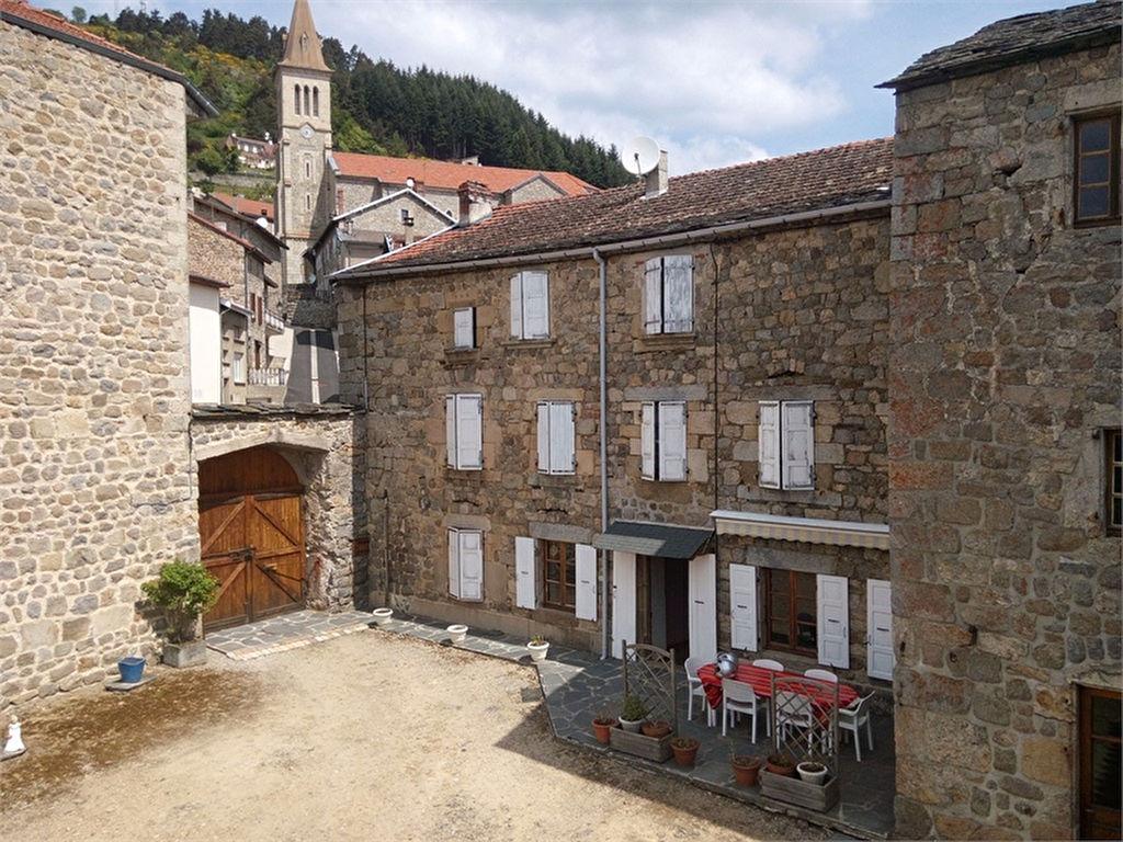 Grande maison de village - 260 m² - jardin clos de 1000 m²