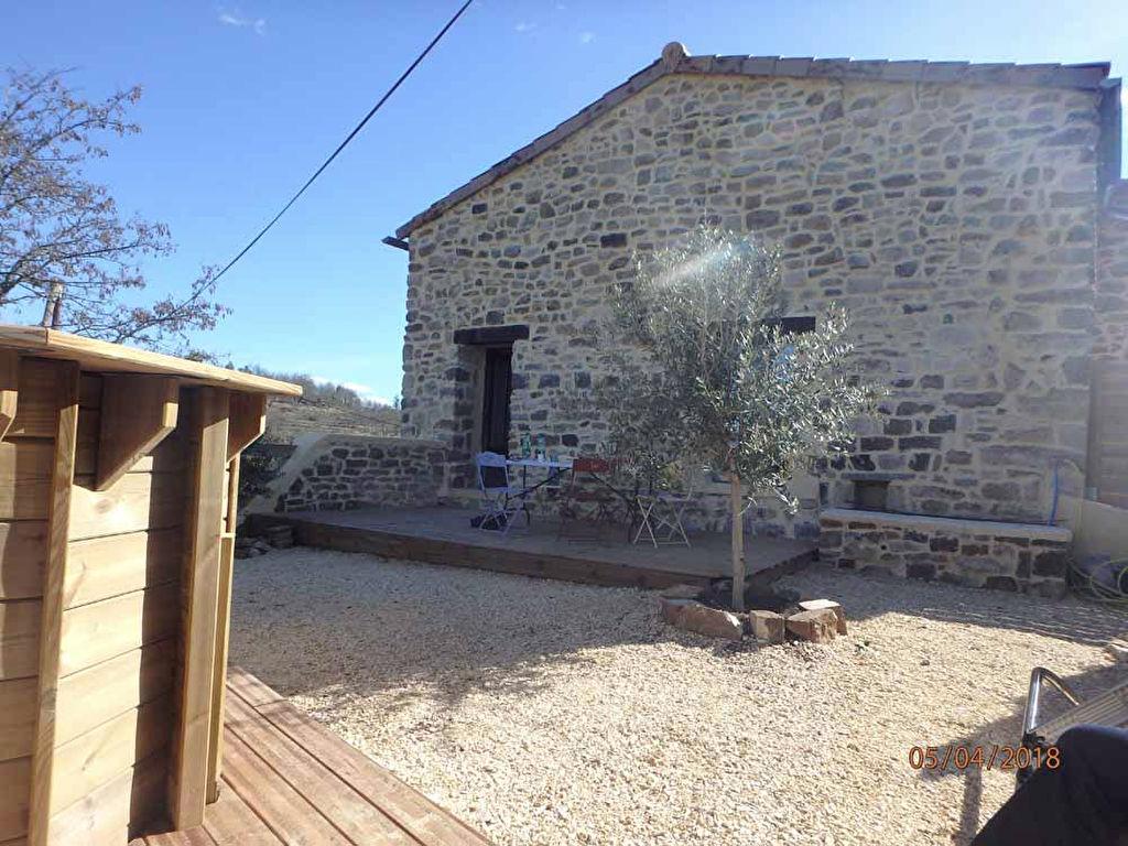 Belle maison de village - typique du sud - en pierre - beaux matériaux - vue dégagée - lumineuse -entièrement refaite à neuf - parfaitement isolée - jardin 90 m² sans entretien & piscine en bois