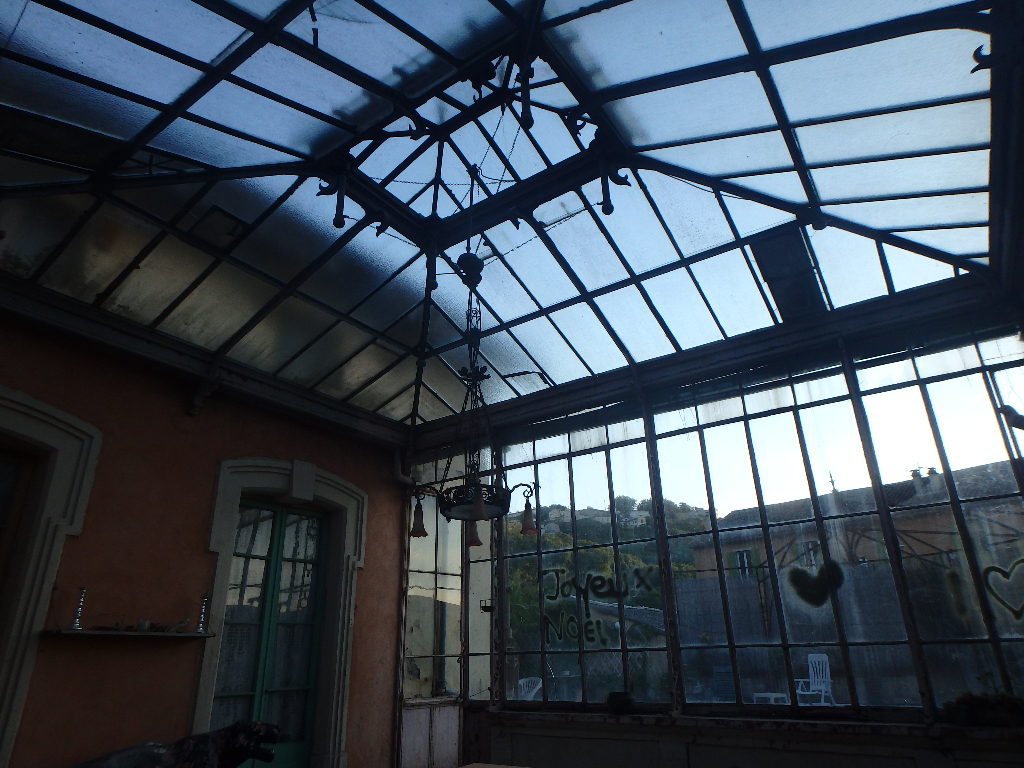 Ancienne usine avec maison de maître - appartement lumineux - ateliers au RDC - bon accès