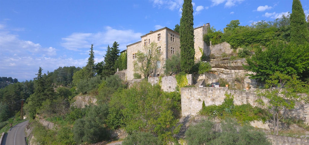 Lieu Inédit - vue 180° - Maison de maître sur promontoire - touche hameau médiéval - idéal accueil - piscine - olives