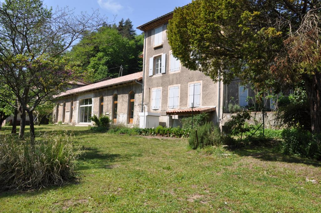 SALLE haute 300 m² - Maison de Maître rénovée 250 m²  -  jardin plat au bord de la rivière -  en pleine campagne - à 15 min du Cheylard