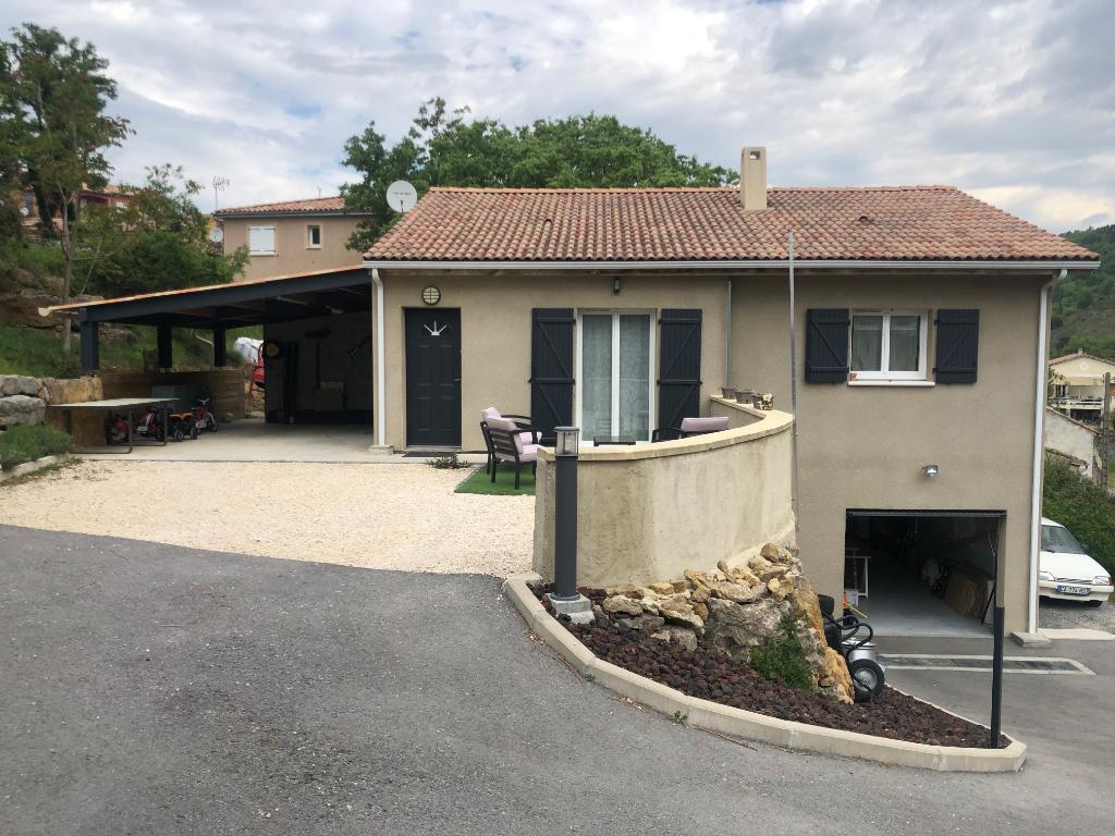 Jolie maison neuve - à 5m d'Aubenas - de plain pied - 750 m² de terrain - à deux pas de la rivière et du centre ville - garage et abris - vue