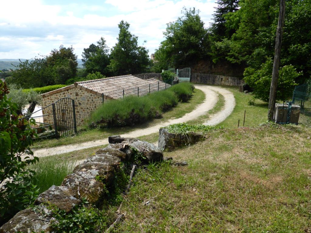 Propriété - vue dégagée - près de 5 ha - à restaurer -  grande partie constructible