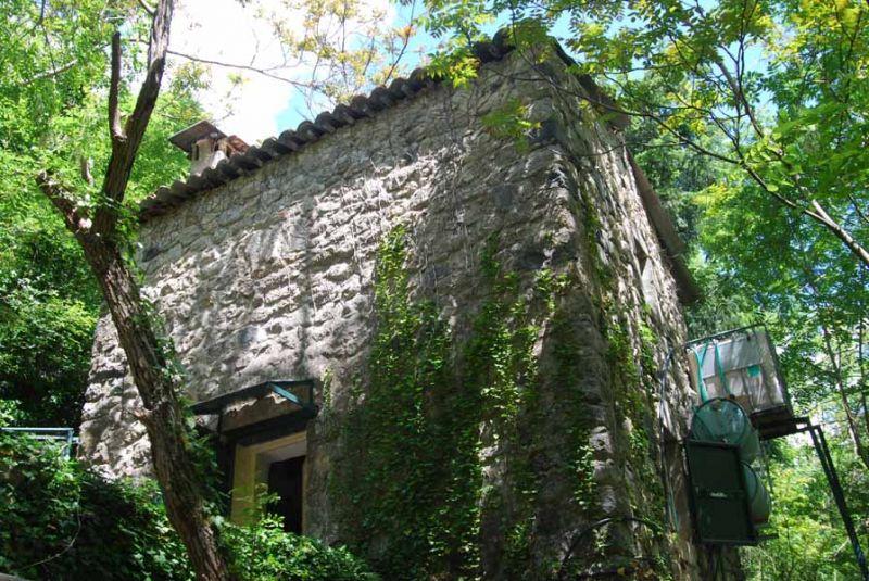 photo de Ancien moulin habitable - accès à pied - en pleine nature, en bord de rivière - sans confort - idyll