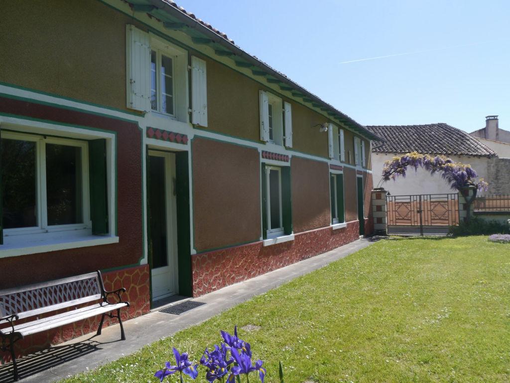 Maison Nuaille Sur Boutonne 7 pièce(s) 163 m2