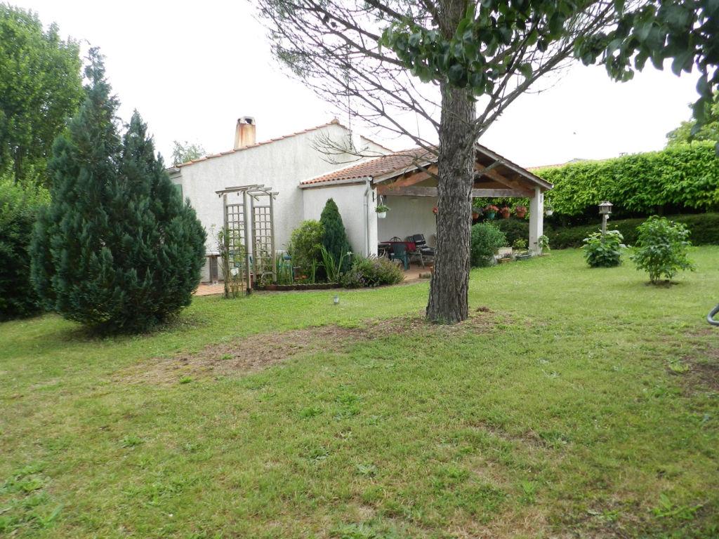 Maison avec garage - terrasse agréable