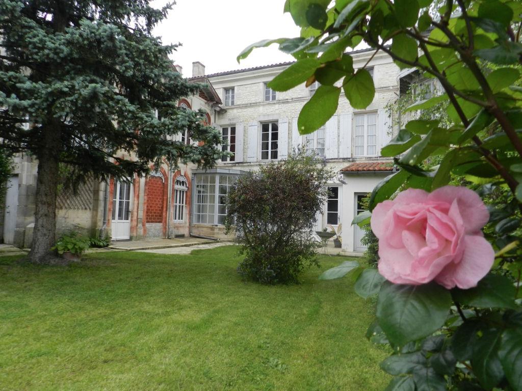 Ancienne maison de maître coeur de St Jean d'Y