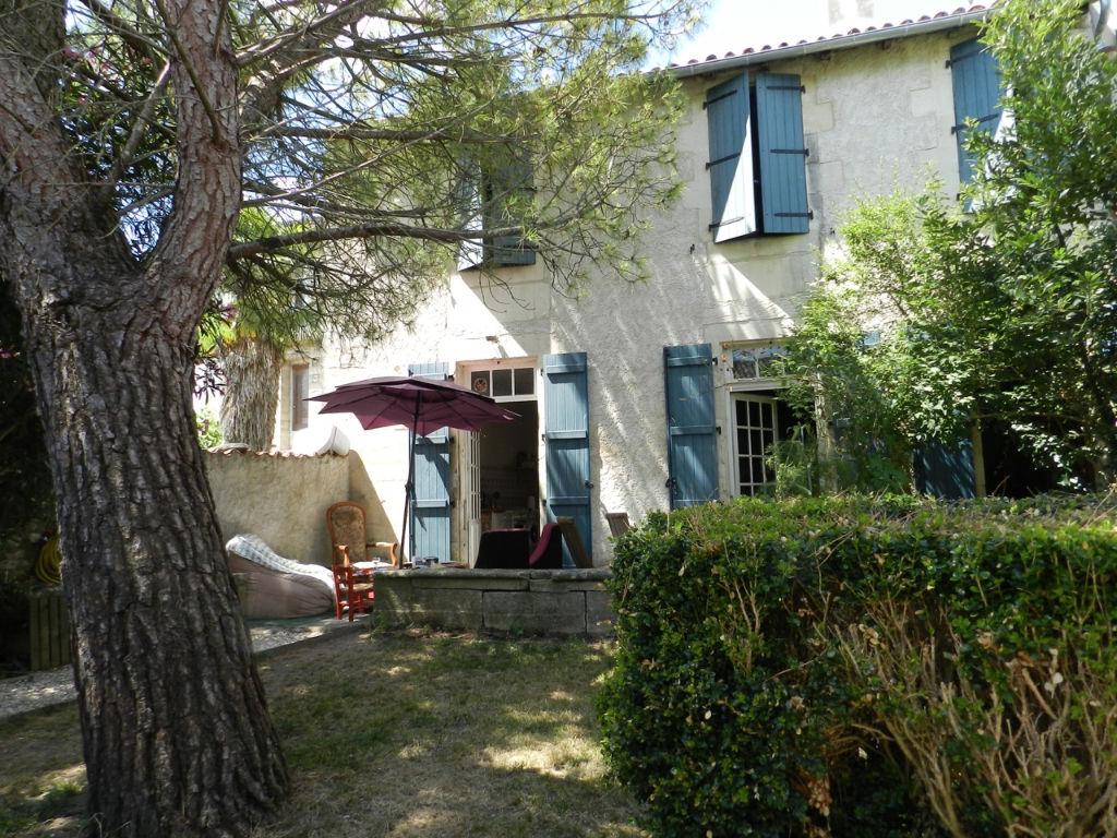 Maison Saint Jean D Angely 6 pièce(s) 185 m2