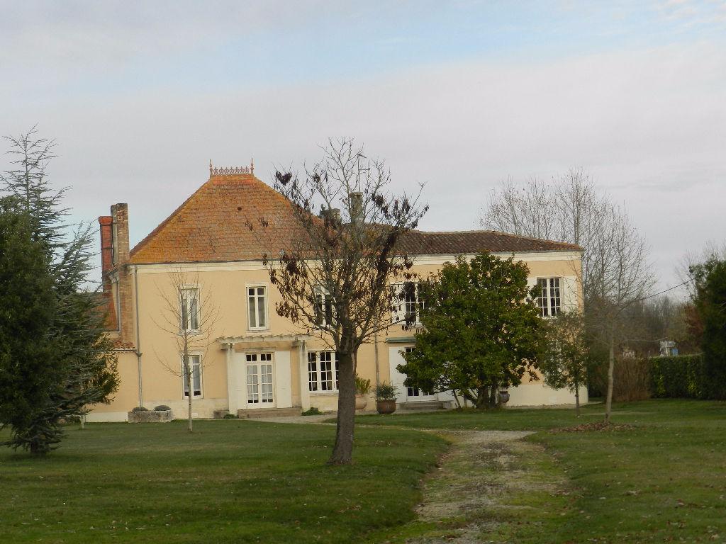 Maison Matha 15 pièce(s) 430 m2