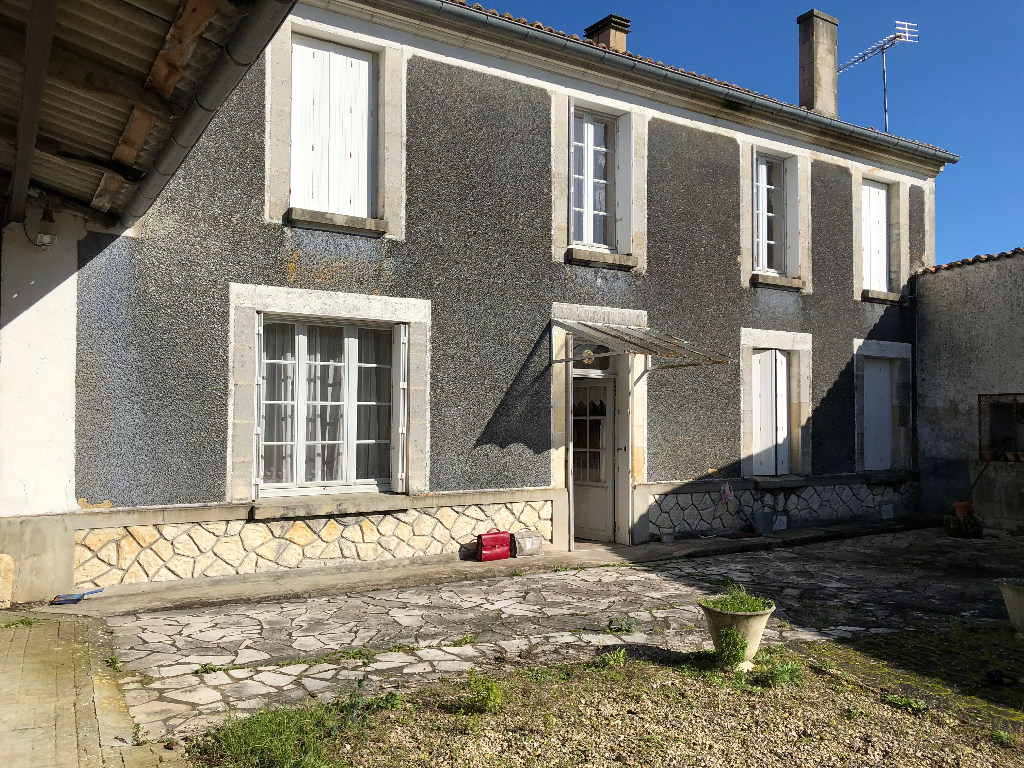 House to renovate close to St Jean D'Angely