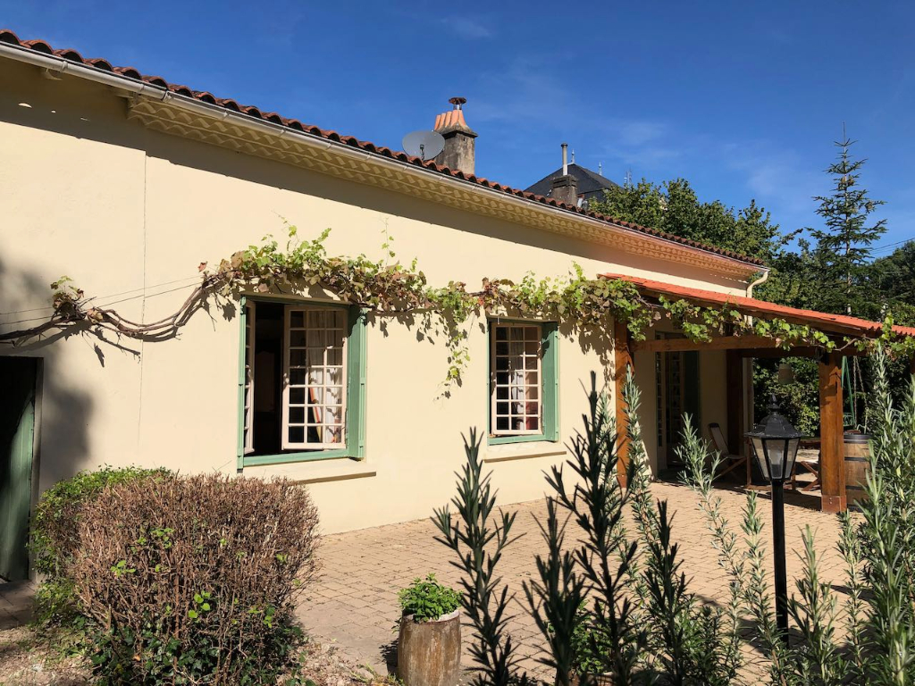 Pretty 4 bed cottage
