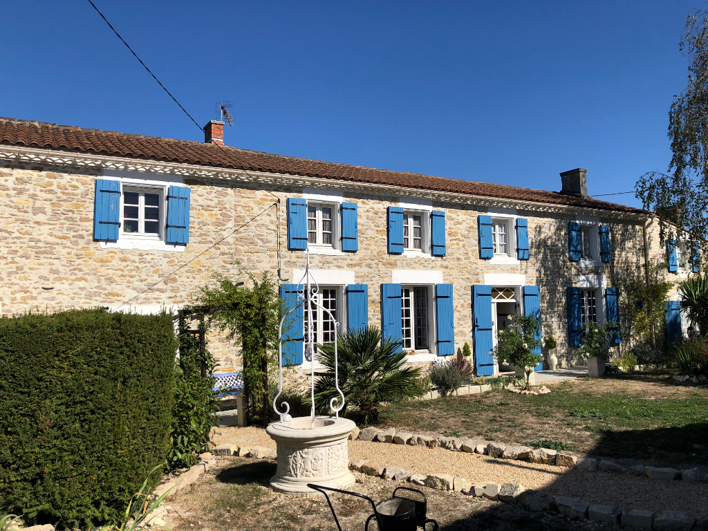 Charente farmhouse with pool