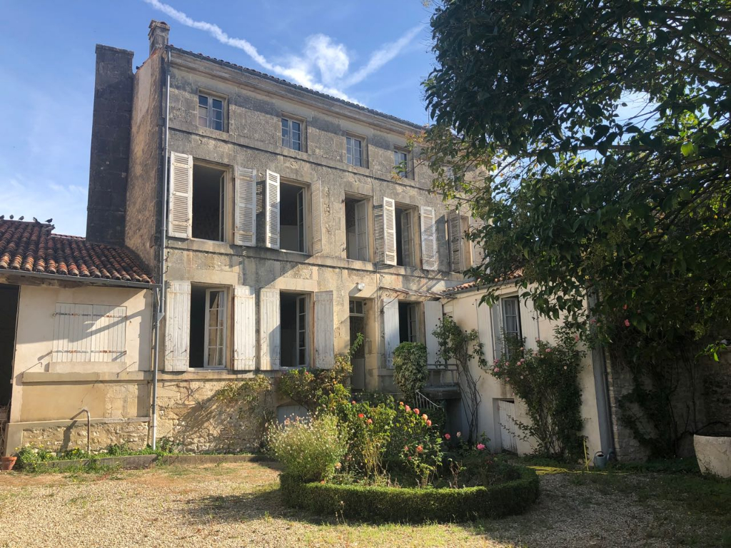 Maison St Jean d'Angély - joli jardin
