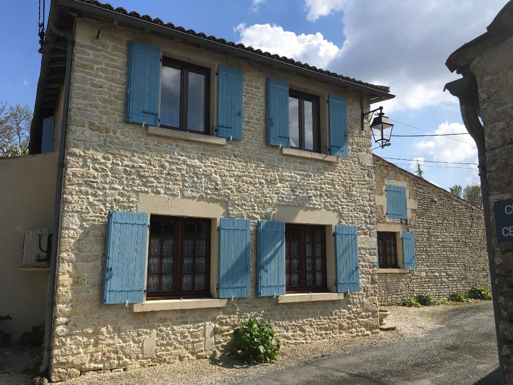 Maison de village Asnières La Giraud 11 pièce(s) 200 m2
