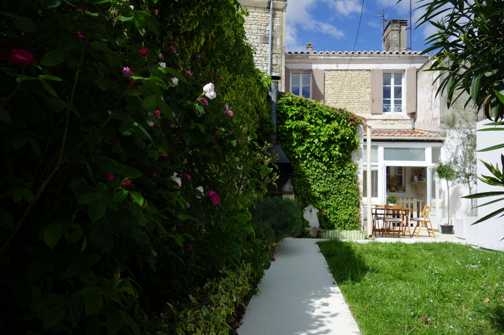 Town house with garden Saint Jean D Angely