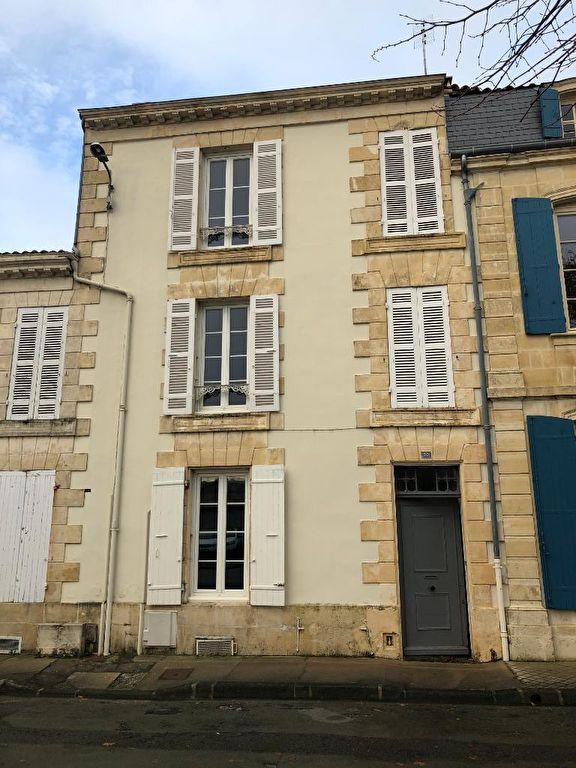 Jolie maison au centre de St Jean d'Angély