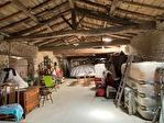 Logis charentais + maison à rénover grandes dépendances et joli parc