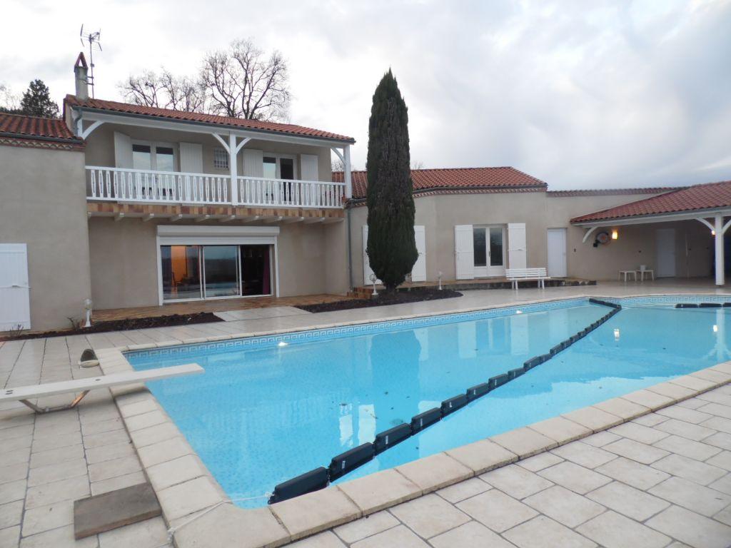 Vente Maison 4 chambres - 6 pièces - 260 m² à Pujols (47300)