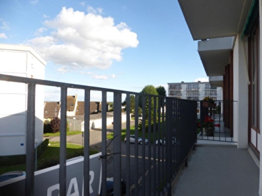 BEL APPARTEMENT F3 de 65 m² AVEC BALCON