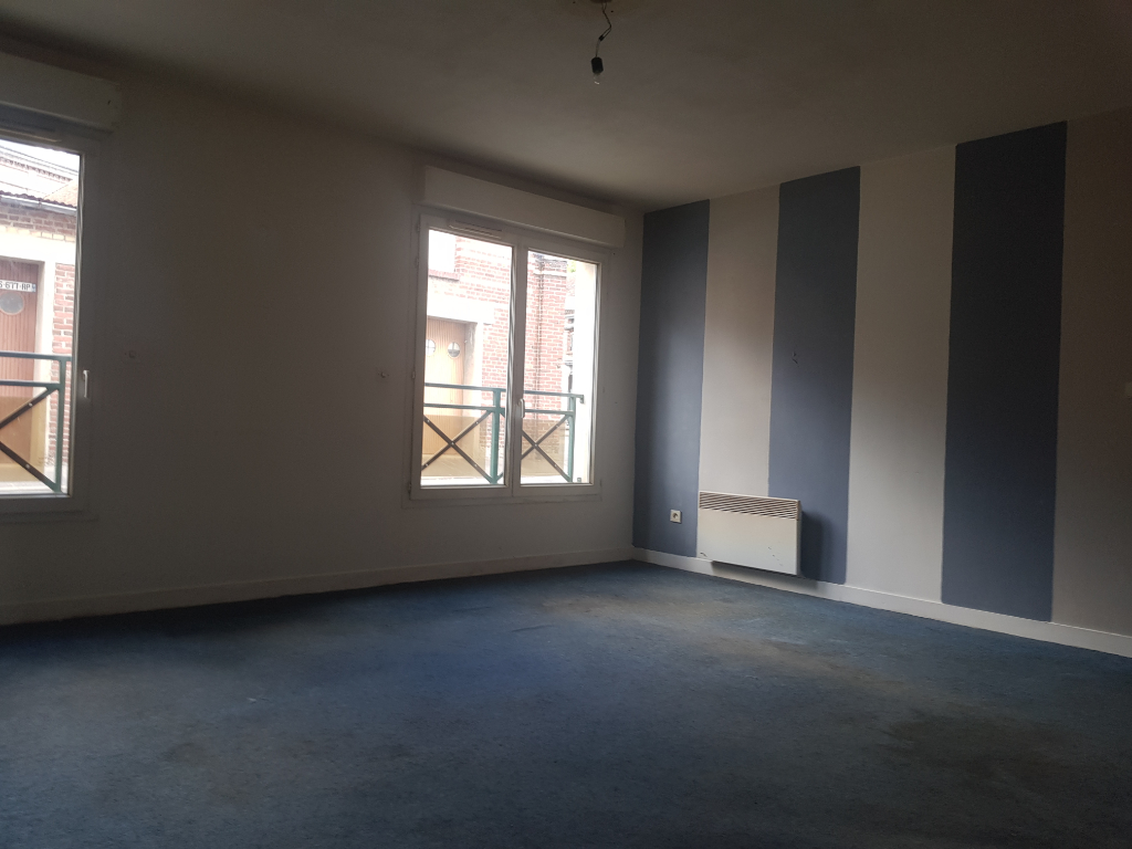 BEL APPARTEMENT DE 60 M2 HAB A COTE DE LA GARE AU RDC AVEC PARKING PRIVE