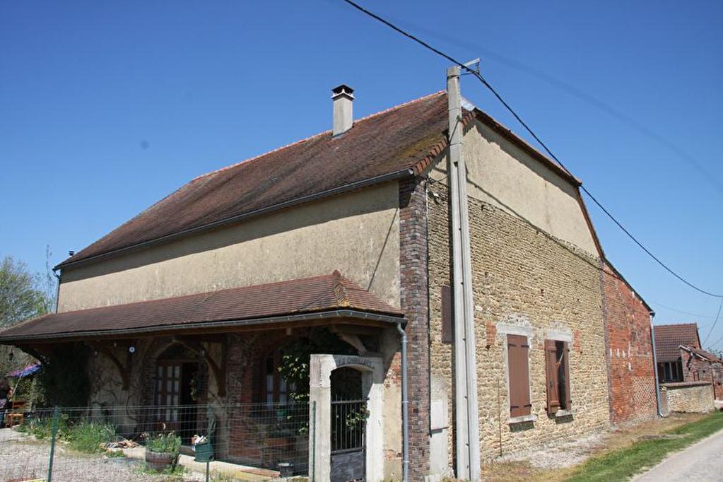 10130 Courtaoult -Ervy le chatel maison ancienne en pierre renovee de 250 m² sur 3660 m² de terrain clos
