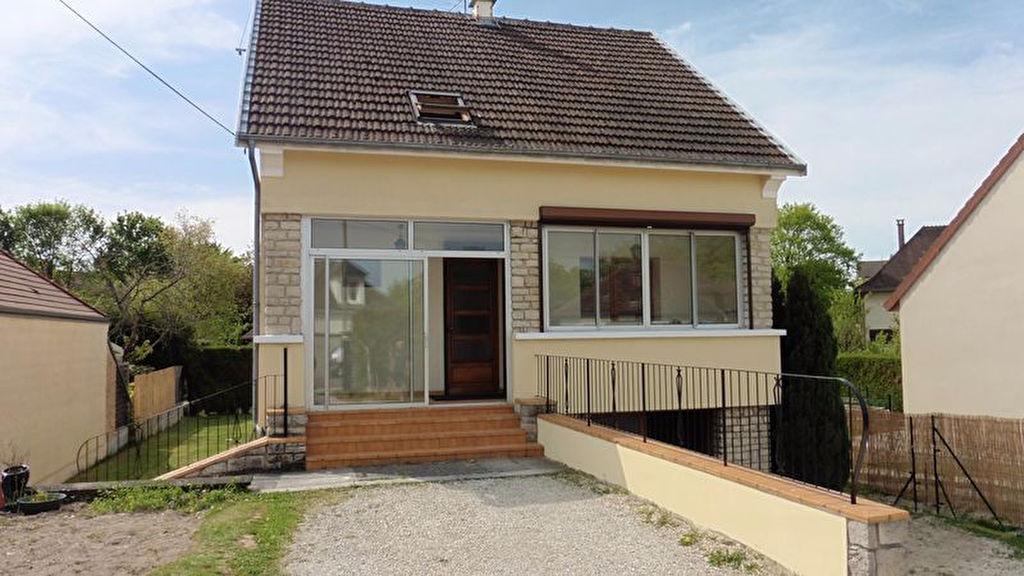 10 410 Saintt Parres Aux Tertres Maison T6 de 110 m² avec sous-sol et dépendance sur 617 m² de terrain