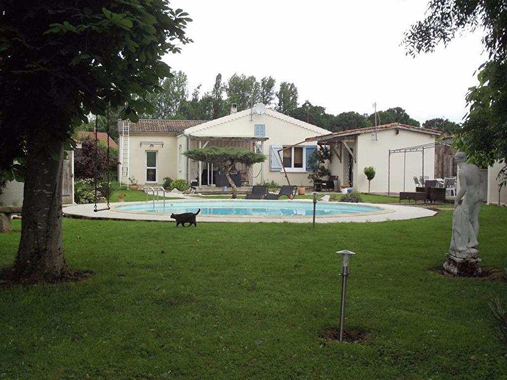 10 140 Mesnil Saint Père Villa Provençale Plain Pied avec piscine et pool house sur 1900m² de terrain