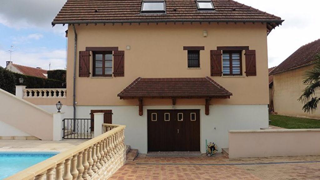 10 450 Bréviandes Villa de 185m² avec 110m² de sous-sol et piscine chauffée sur 584m² de terrain