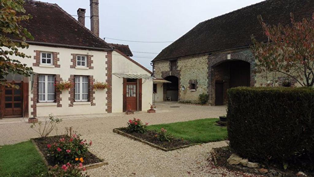 10 210 Sortie Chaource Propriété sur 4460m² composée d'un maison de 160m² avec grange de 280m² au sol