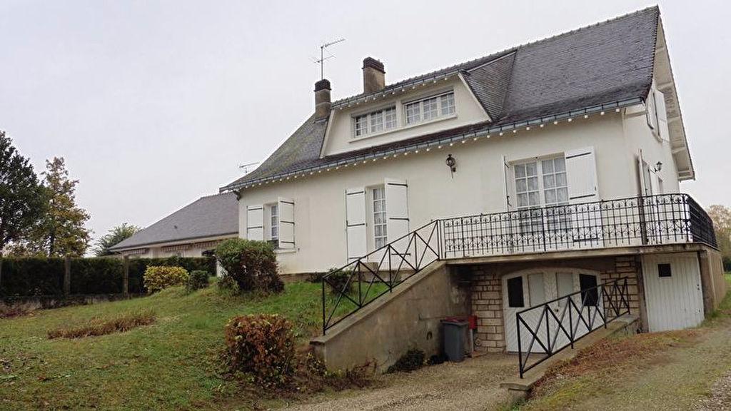 10150 Pont Ste Marie Villa T7 185 m2 avec 105m² de sous sol sur 1450m² de terrain