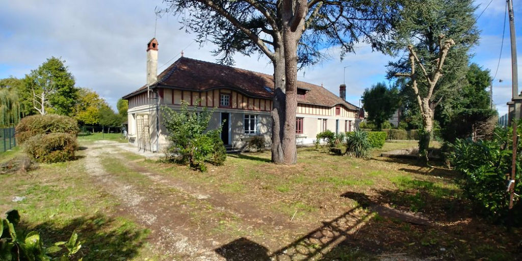 10 000 Troyes Maison Mitoyenne à rénover de 150m² sur 800m² de terrain