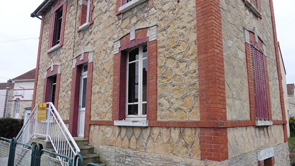 10 100 Romilly sur Seine maison atypique du centre ville de 90m² sur 200m² de terrain