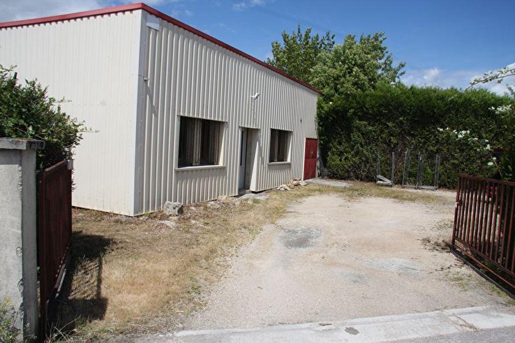 10600 LA CHAPELLE SAINT LUC Entrepôt / local industriel  3 pièce(s)