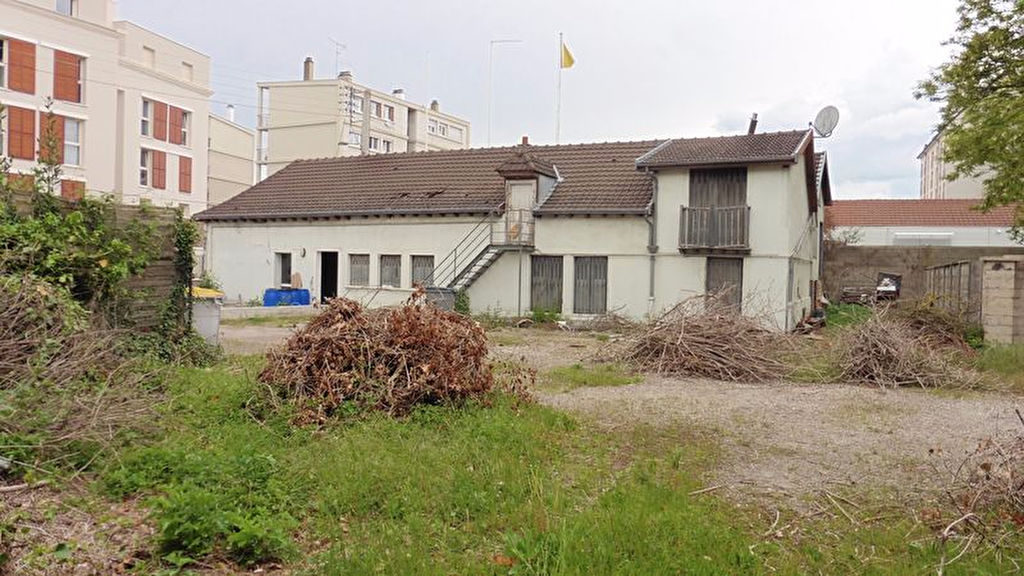 Troyes Centre Ville Longère à rénover de 300m² sur 500m² de Terrain