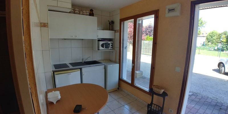 10300 Sainte Savine T1 21m² RDC meublé