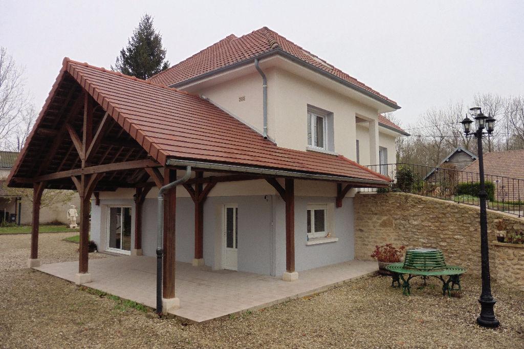 Saint Pouange Maison T8 155 m2 + 135m² sous sol sur 857m² de terrain