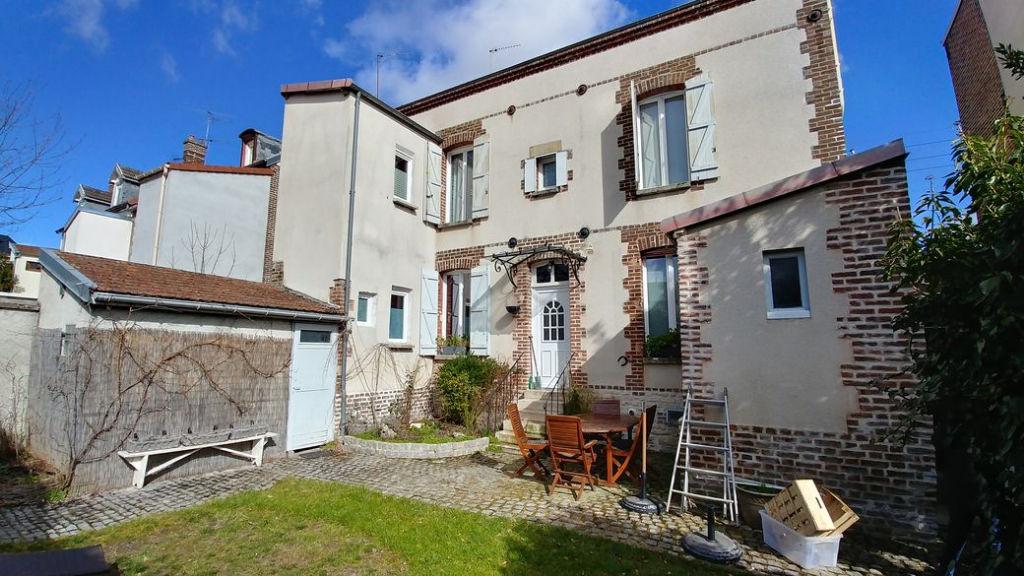 Sainte Savine (10 300) demeure bourgeoise T6 156 m2 + 70m² avec garage et terrain 252m²