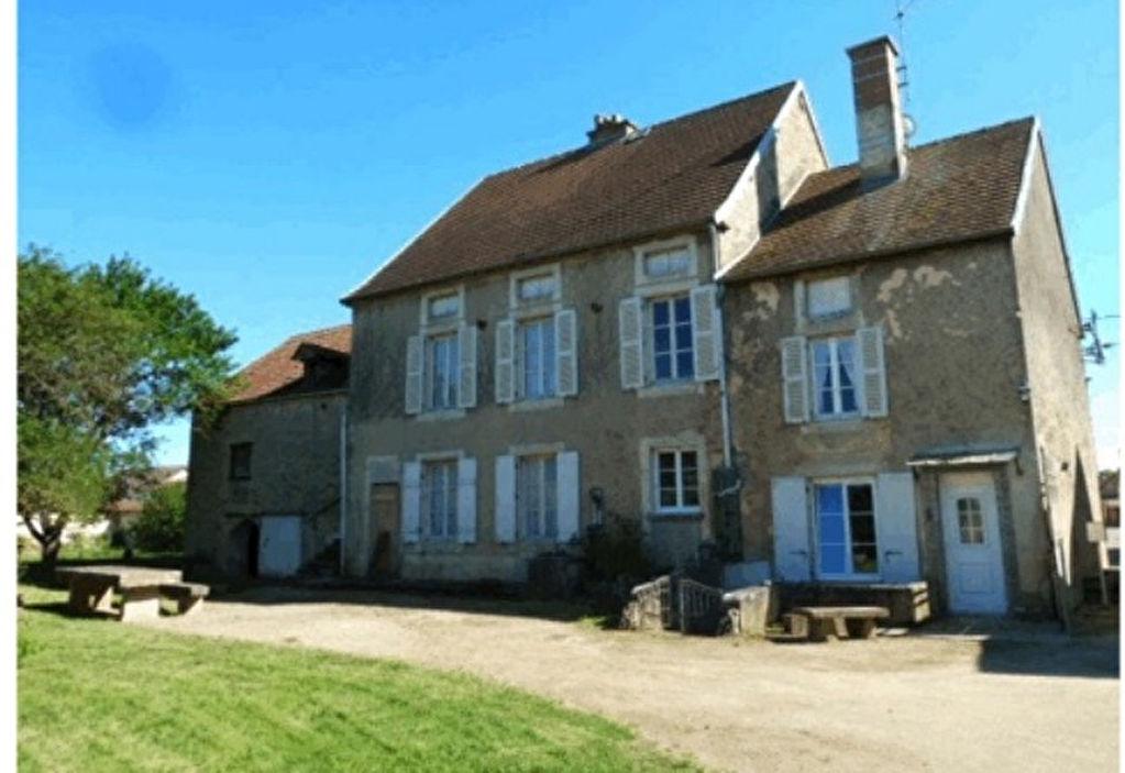 Bourgogne - Côte-d'Or (21330) A 5 mn de Châtillon-sur-Seine, propriété 8 pièces, avec dépendances et terrain clos de mur.