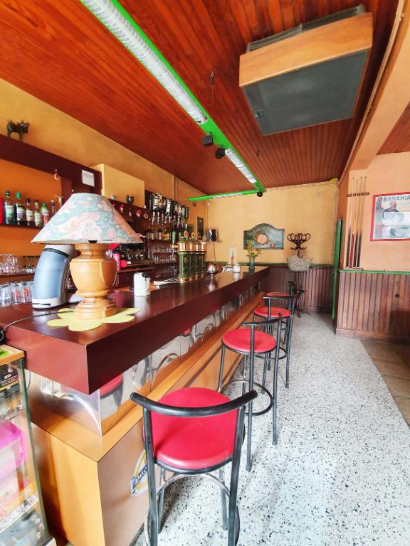 Ancien commerce  de 210 m² avec bar et salle de 90m² proche de Châtillon sur seine  21400 cote d'or