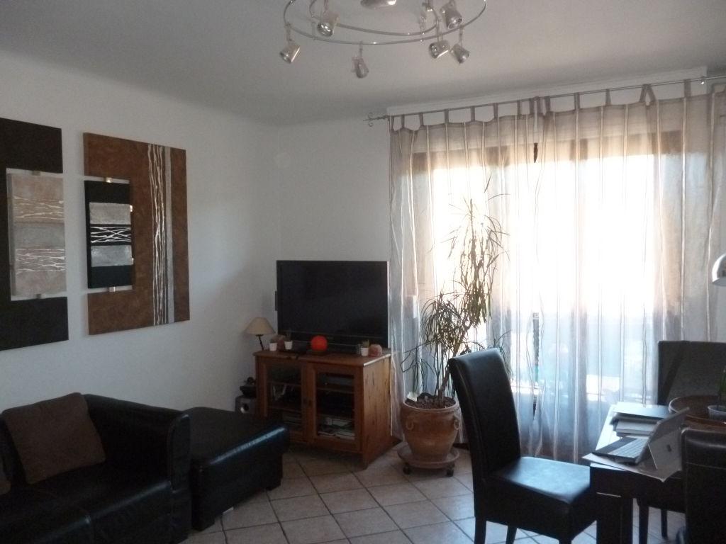 Draguignan centre bel appartement F4 81m traversant au 3éme et dernier étage balcon terrasse cave 169900€ Agence Idimmo 2 rue pierre clément (rue du tribunal) Draguignan 06.45.92.01.76 www.draguignan.idimmo.net