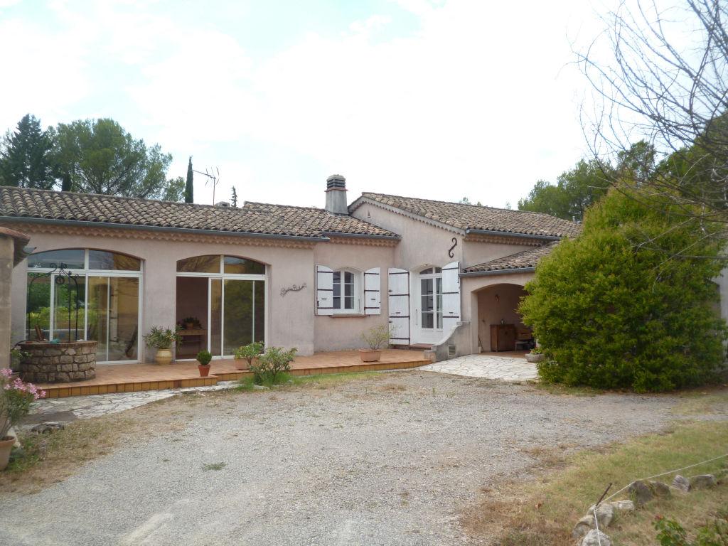Exclusivité Draguignan quartier résidentiel villa F4 pp 130m terrasse garage 1555m terrain bel environnement 325000€