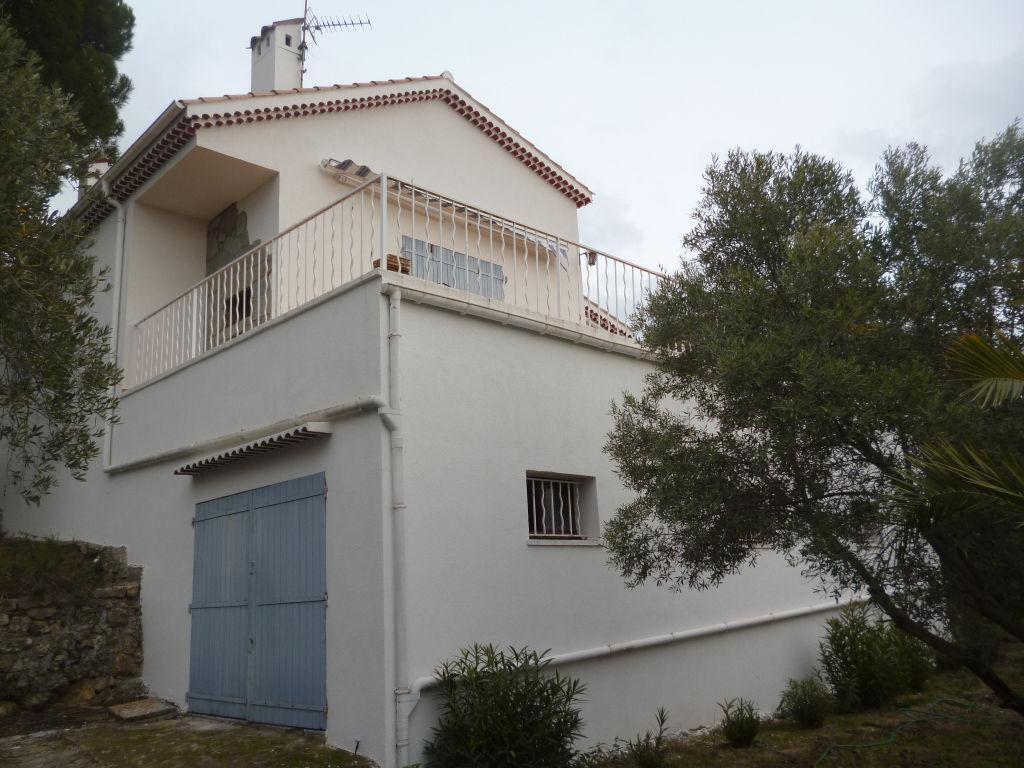 A voir Draguignan villa traditionnelle F3 +ss sol terrasse sur terrain 2000m 265000€ Agence Idimmo 2 rue pierre clément (rue du tribunal) Draguignan 06.45.92.01.76 www.draguignan.idimmo.net
