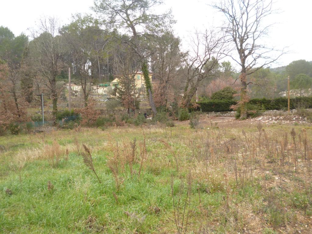 Exclusivité Draguignan quartier résidentiel et calme joli terrain plat 1950m viabilité en bordure bel environnement 175000€